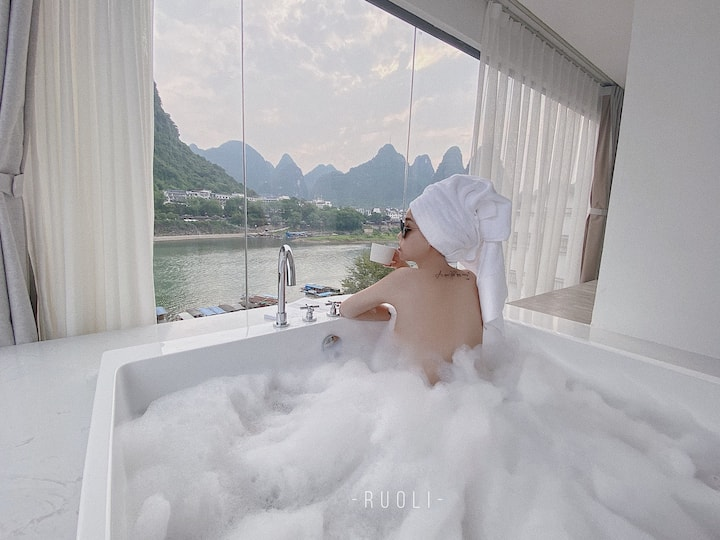 RUOLI▪追云|网红北欧ins飘窗浴缸房|躺在床上看漓江|最美转角桥景|阳近西街十里画廊含两份早餐