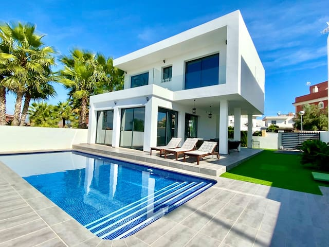 Luxurious Modern Villa with Private Pool
