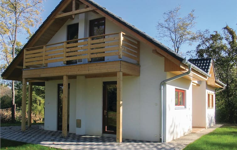 Holiday cottage with 3 bedrooms on 83m² in Szólád