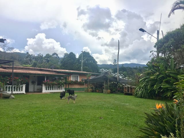 Villa de Lujo Verde cerca de Medellín