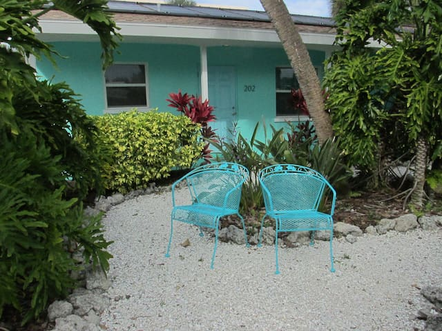 TWO BEDROOM W/POOL*STEPS TO BEACH**UNIT 204**