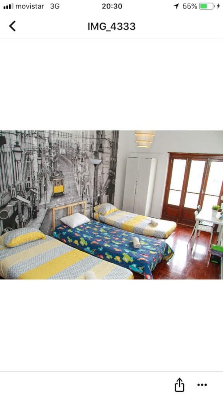 TRIPLE ROOM NEXT TO STATION AND CITY CENTRE