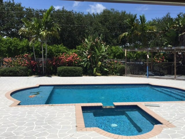 5 STAR 4/2 w/ pool, your FUNcation awaits - Jupiter - Casa