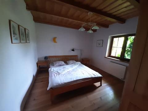 Agradable habitación doble en casa de campo