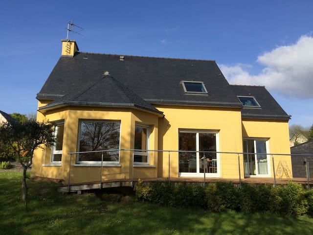Chambre dans Maison colorée - Landerneau - Radhus