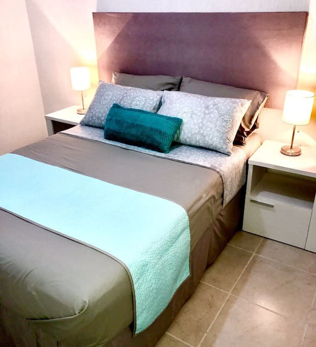 Recamara Principal con Cama Matrimonial y Closet - Master Bedroom with King Bed and Closet