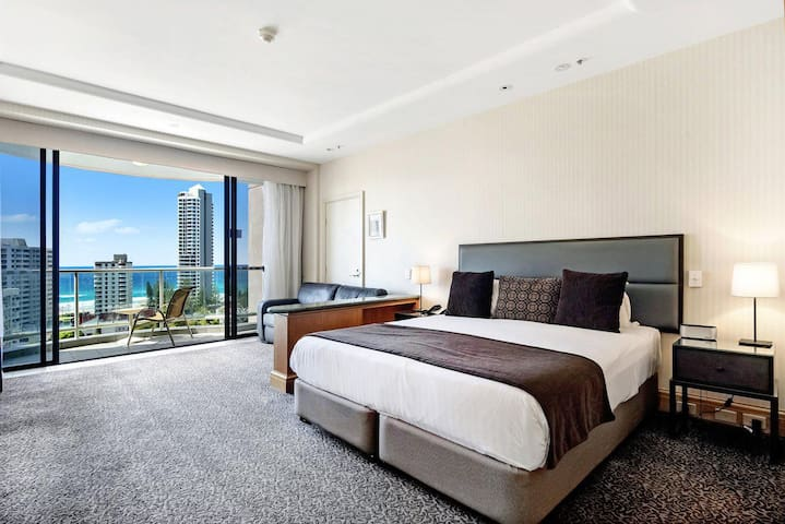 Gold Tower in Surfers Paradise - 1019