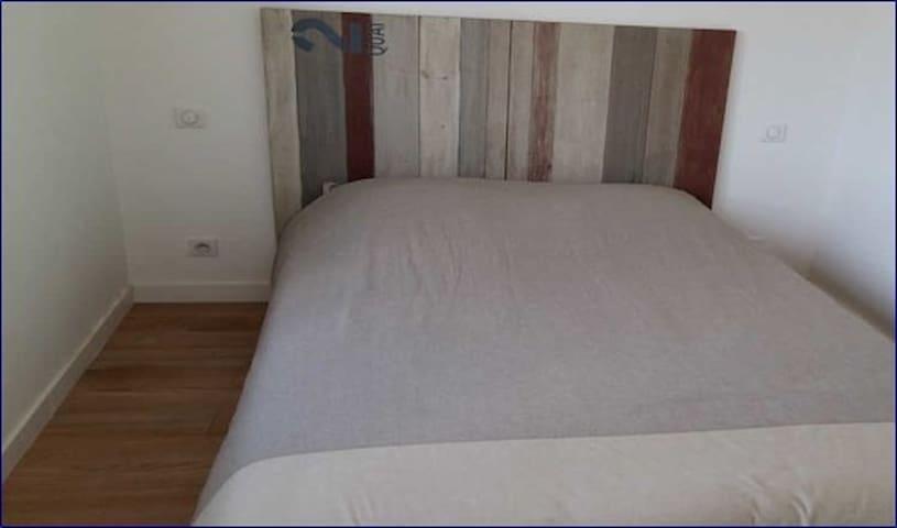 Chambre double avec salle d'eau deuxième étage, lit 140