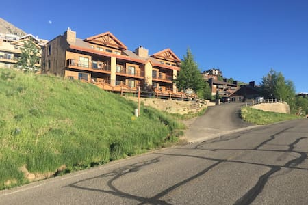 Ski-in/Ski-out condo with great views - Mt. Crested Butte