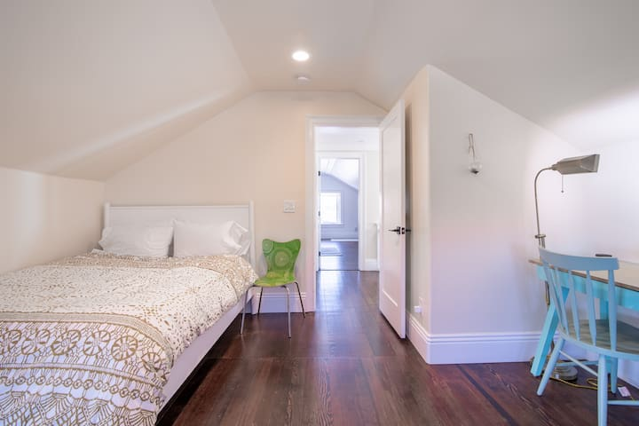 Upstairs, the 4th bedroom has a comfy queen bed, twin bed, work desk with task lighting, and turret with views over city all the way to the ocean