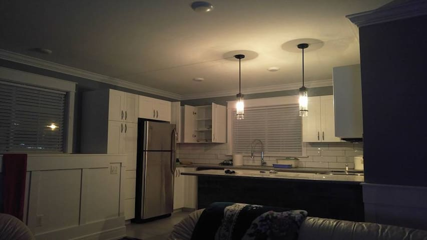 Beautiful Open Floor Concept, 1000 SQ Ft - Winnipeg - Condo