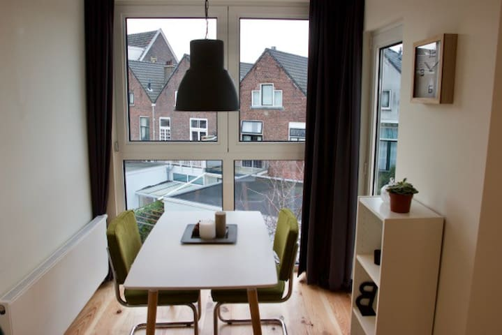 Beautifully renovated and modern apartment - Delft - Lägenhet