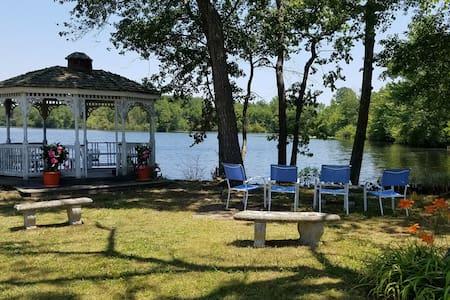 Historic Lakefront Getaway