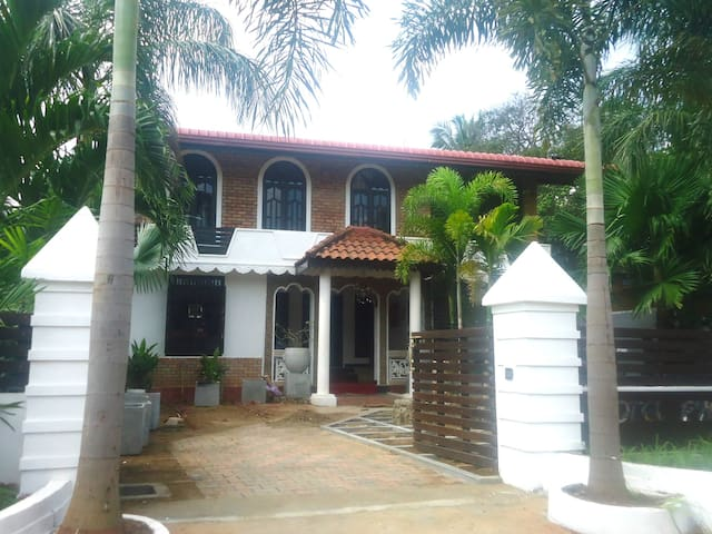 Pyramide Inn Trincomalee - Trincomalee - Bed & Breakfast
