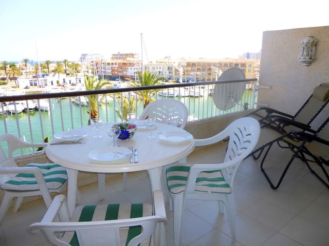 0159-PORT GREC Apartment with sea and canal view