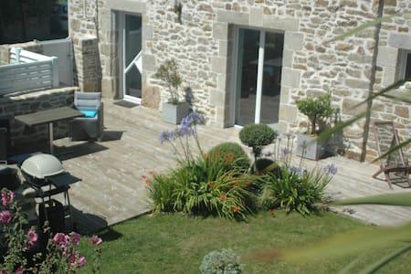 Charmante maison en pierres vue imprenable sur mer - Landéda - Casa