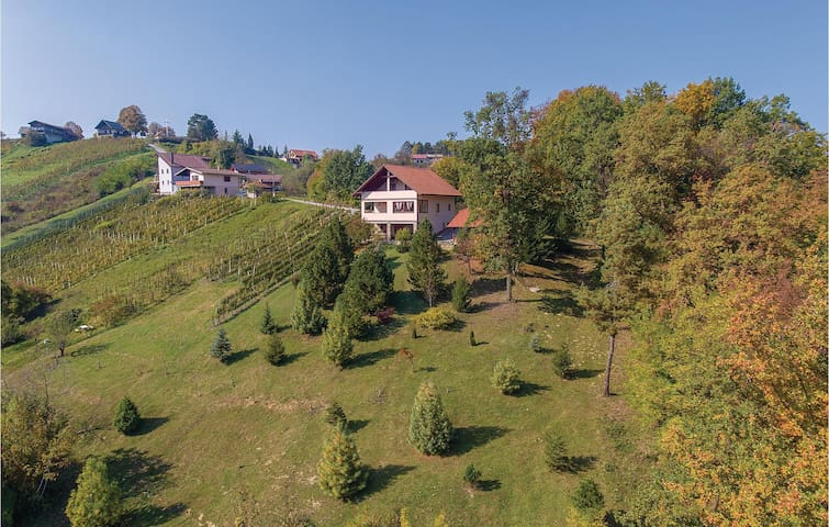 Holiday cottage with 2 bedrooms on 280m² in Stubicke Toplice