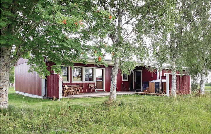 Stunning home in Trångsviken with Sauna, WiFi and 2 Bedrooms