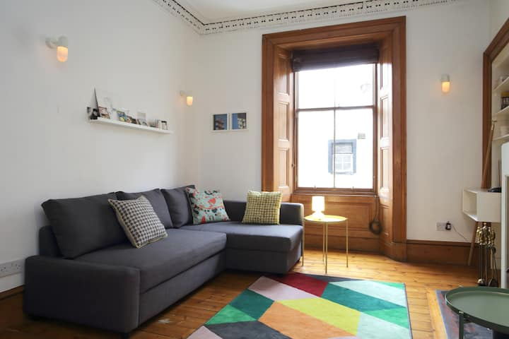Spacious flat 15 mins to Grassmarket & Royal Mile