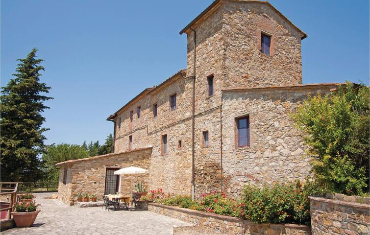 Holiday apartment with 2 bedrooms on 83 m² in San Donato in P. FI