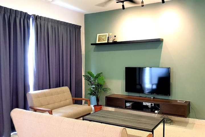 Vacation home; 2 min Damansara City Mall, Netflix