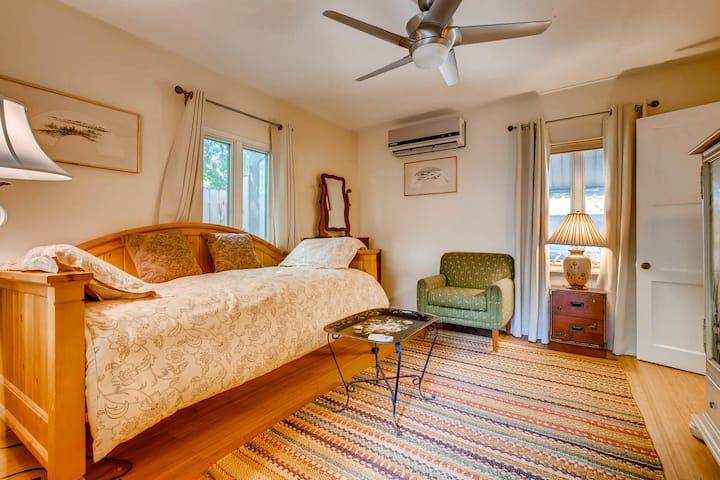 Separate  bedroom in Guesthouse in Monte Vista