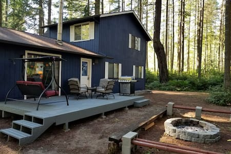 Quiet secluded cabin on Anderson Island