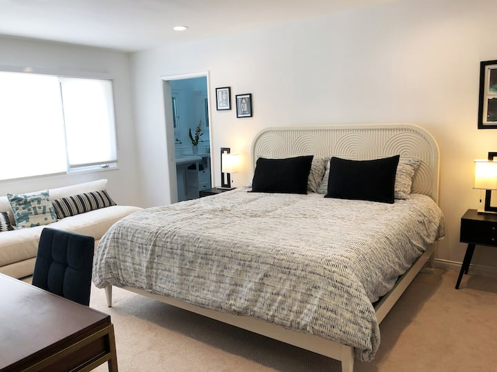 Beautiful Private Guest Suite in Studio City Hills
