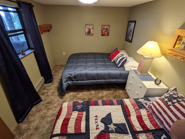 Downstairs bedroom with queen and twin beds
