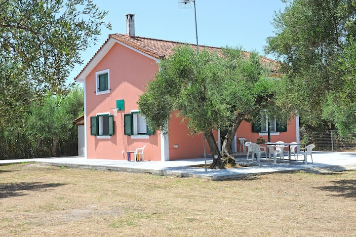 Nisos House 3-bedroom country house