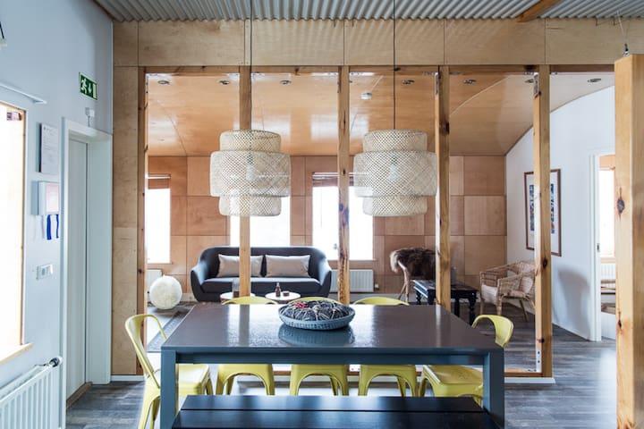 City Square Apt - Elegant 4 Bedroom Penthouse Akureyri