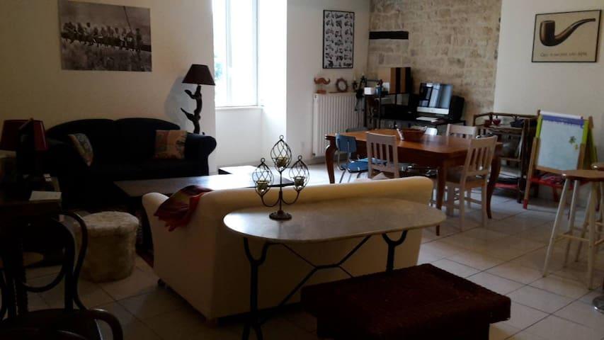 appartement agréable centre ville avec 2 chambres - Niort - Byt