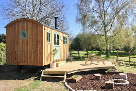 Luxury Shepherd's Hut in The Cotswolds