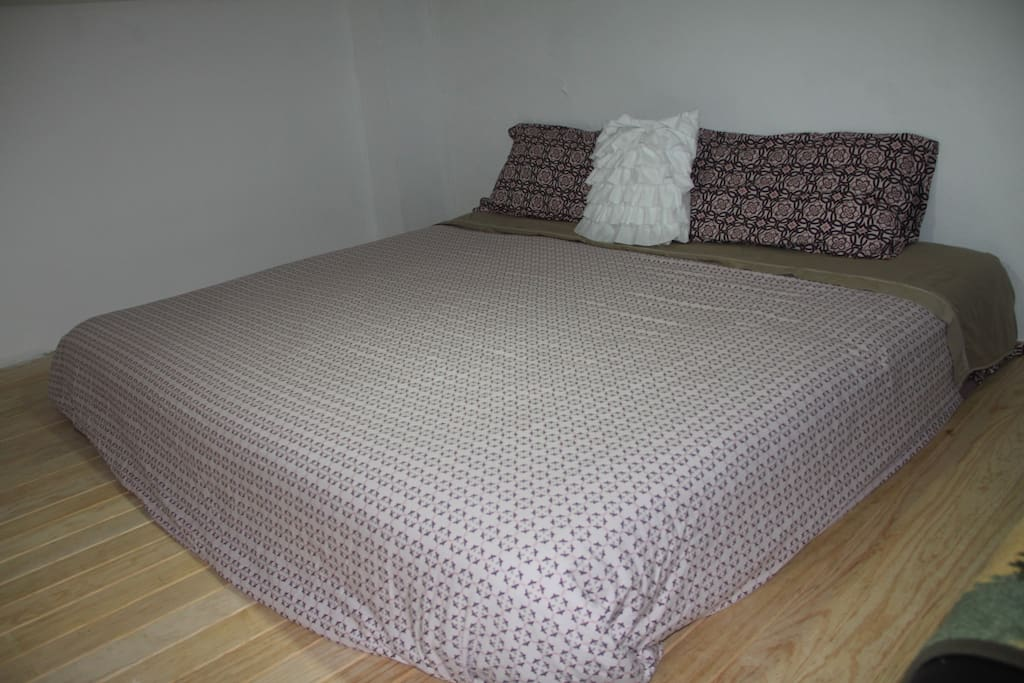 Cozy King Size Bed / Confortable cama King Size