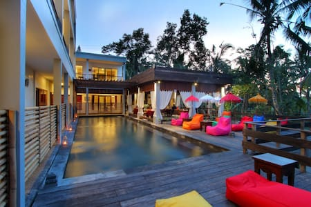 Cheap Deluxe Room With Jungle View - Ubud - Bed & Breakfast