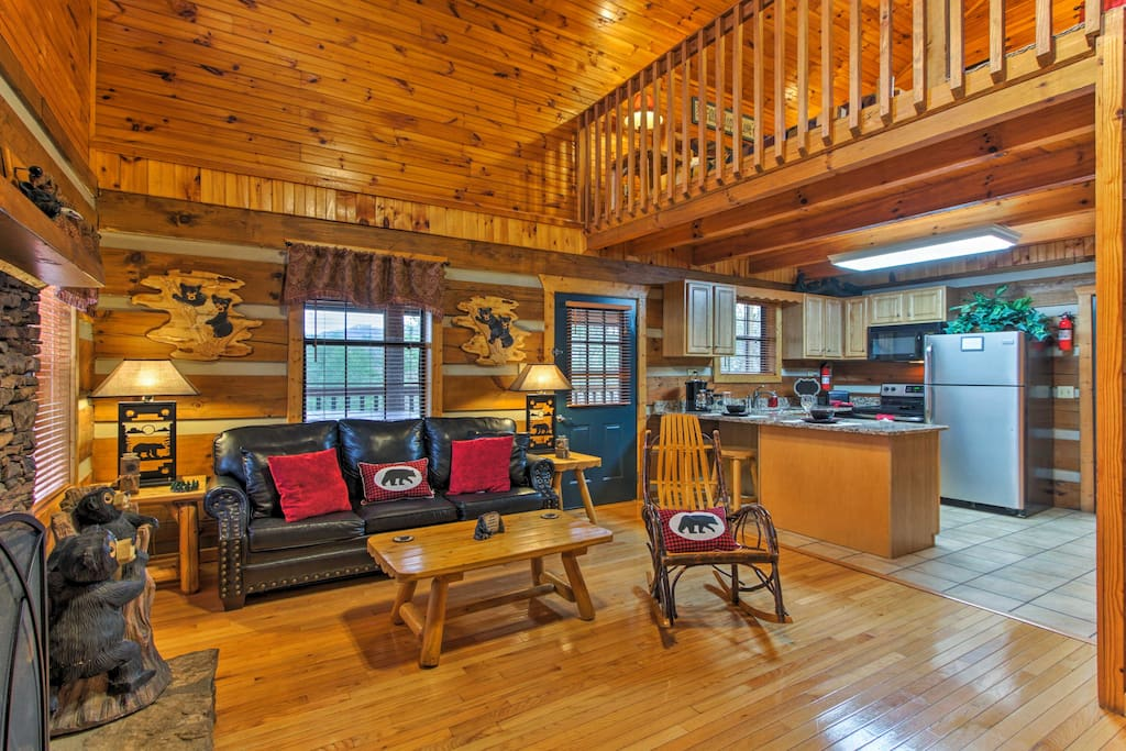 This log-and-chink style cabin comfortably accommodates up to 2.