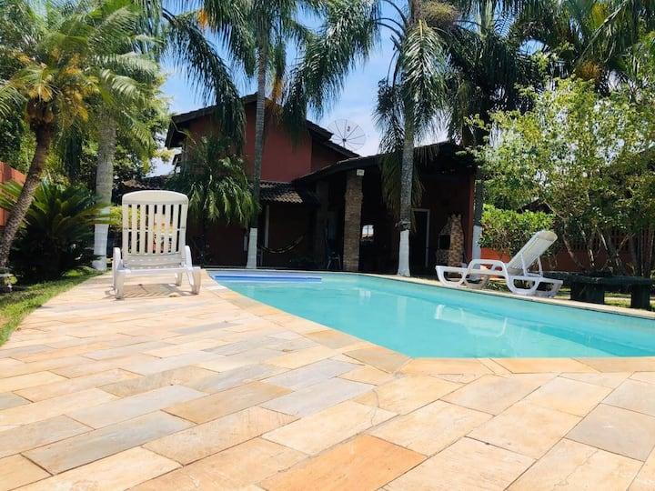 Casa com piscina  a 400 mts  da praia em Boraceia.