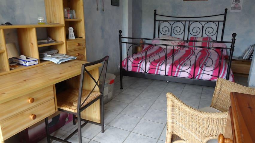 chambre avec terrasse - Oinville-sur-Montcient - Rumah