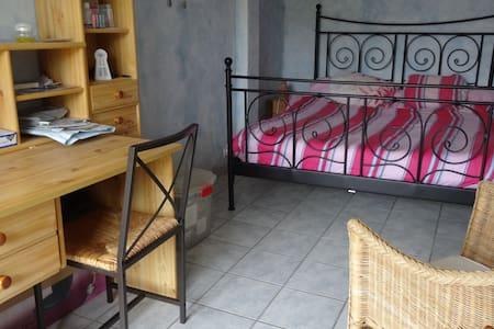 chambre avec terrasse - Oinville-sur-Montcient