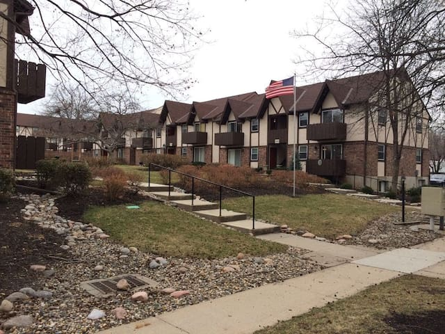 Charming condo in Overland Park - Overland Park - Lejlighed