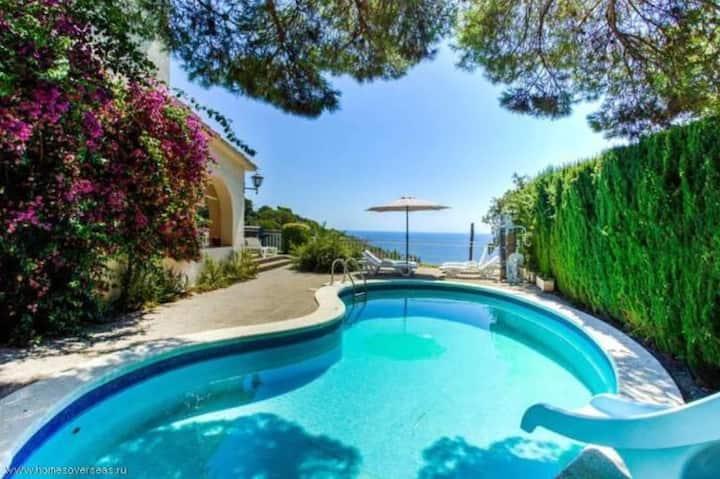 Mediterranean style Villa with excellent sea views