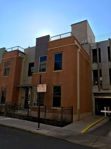 Luxury OTR Townhouse w/ Roof Deck - Cincinnati - Huis