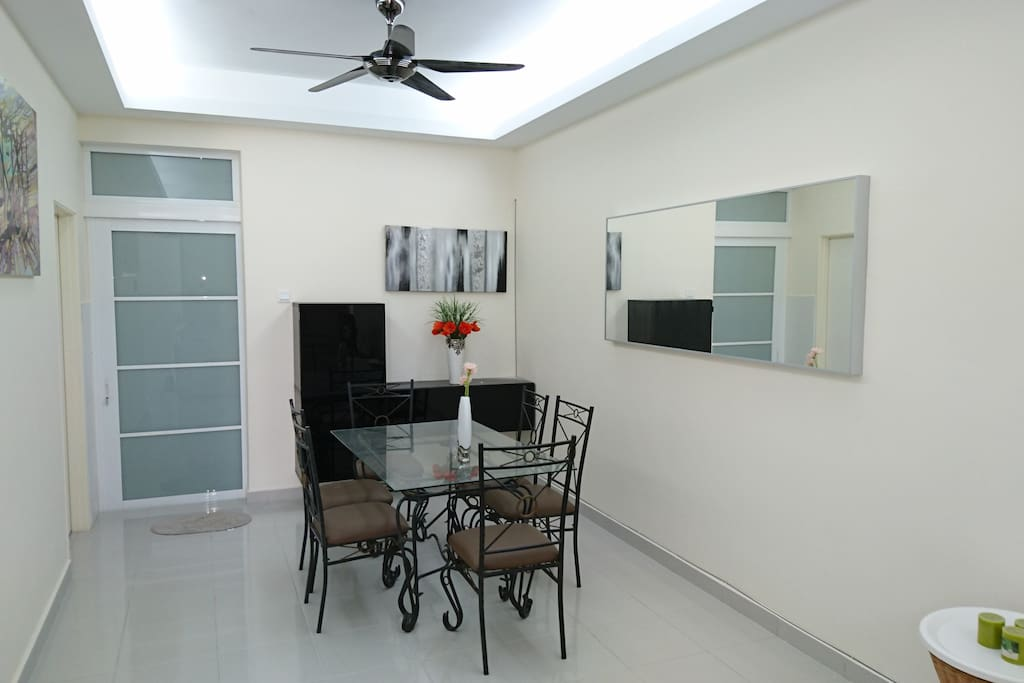 Dining table for 6 pax with buffet console