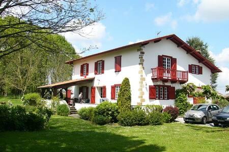 Maison Etxebarnia - Gabat - Rumah