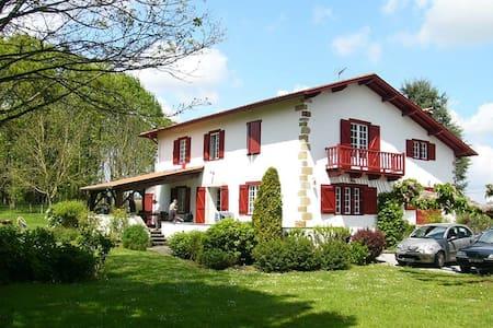 Maison Etxebarnia - Gabat - Casa