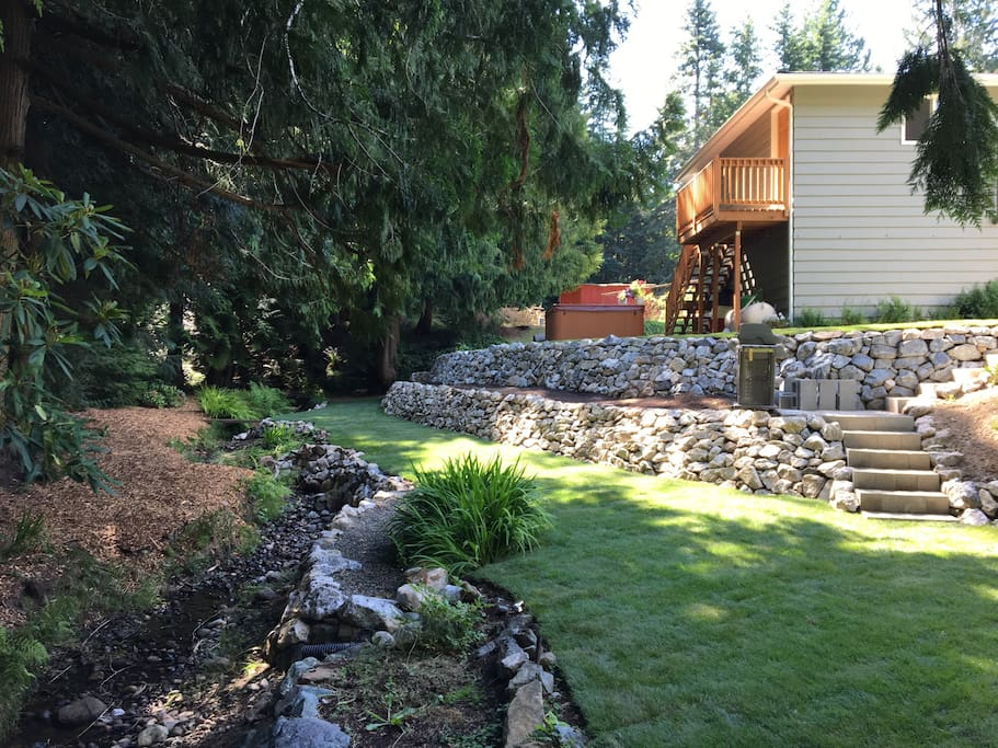 Creekside Garden Apartment With Private Entrance