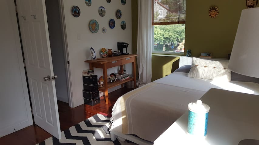 Chestnut Hill Guest Room with Queen Bed