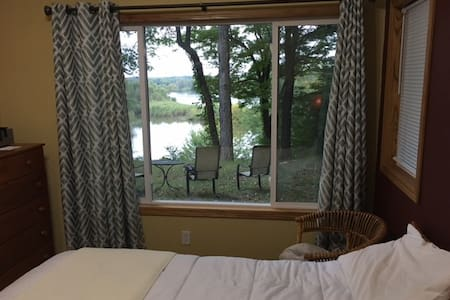 Room with Private Bath on Cedar River - Cedar Rapids