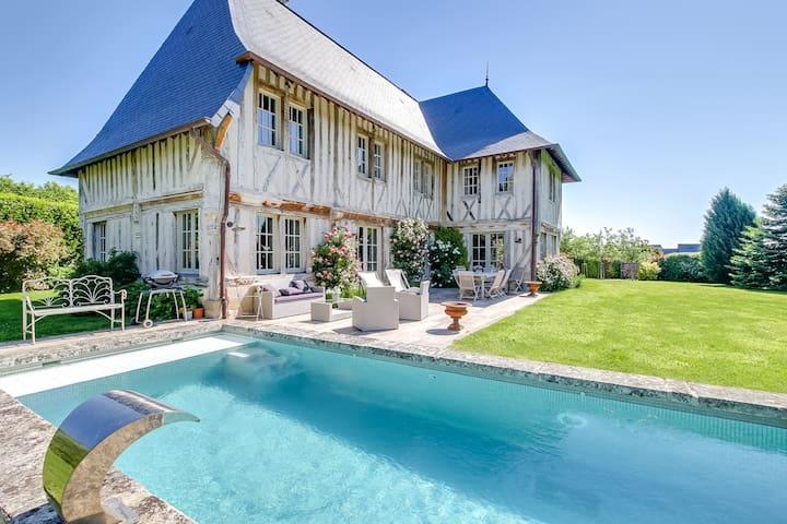 Villa de charme avec piscine pr s de deauville houses for Piscine deauville