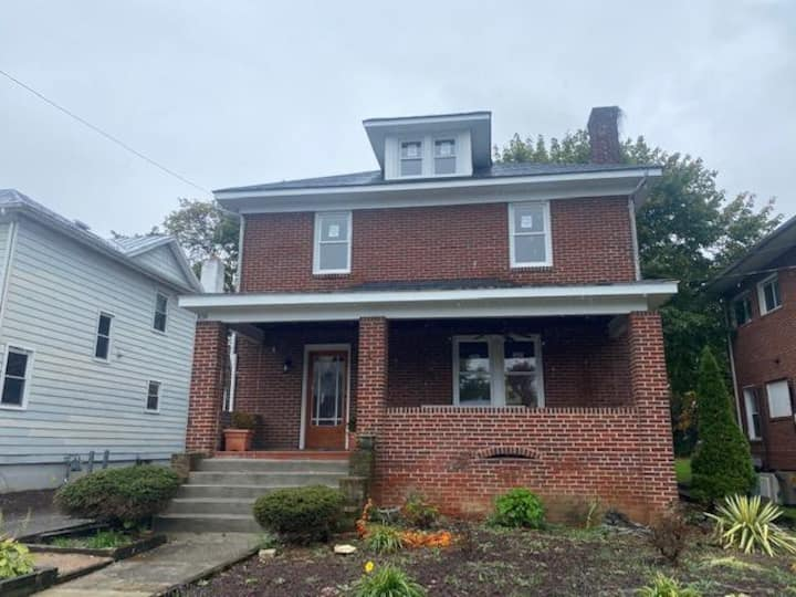 Convenient Harrisonburg Location 30 day Min, Walk to Downtown!
